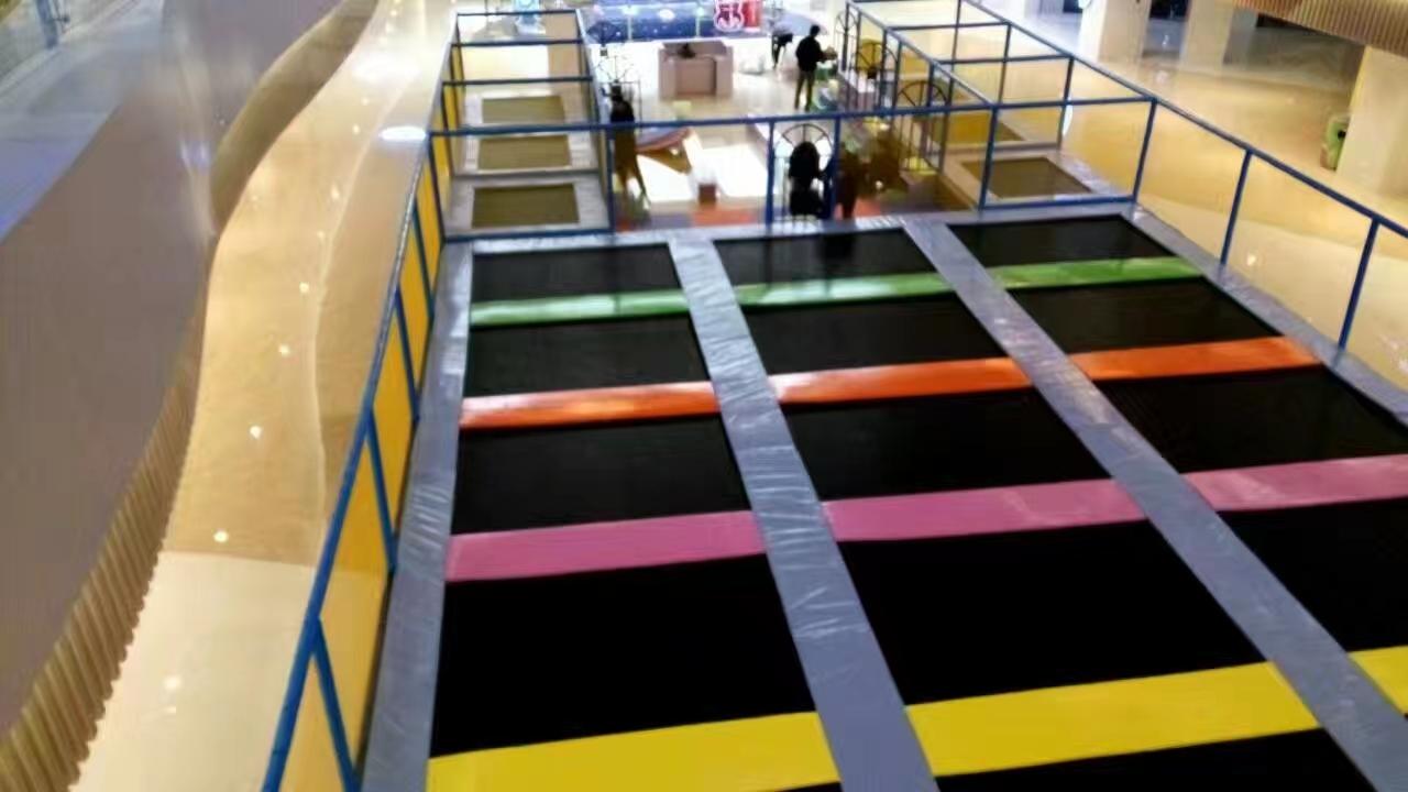 大型蹦床游乐设施
